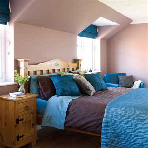 deciding how to make a bedroom from teal bedding
