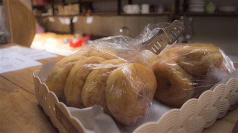 review menikmati sajian roti gandum bakar  roti gempol