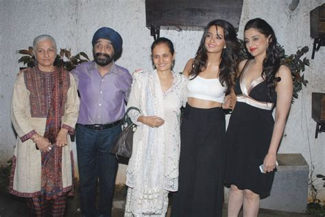 surveen chawla family surveen chawla with her family at film hate story 2