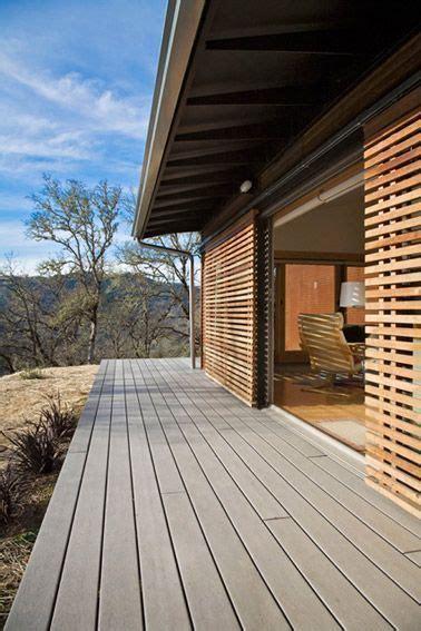 Agradable  Casas De Madera Para Jardin #8: Ventanales-con-rejas-de-madera-corredizas.jpg