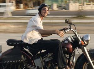 Motorrad Kleider Online Shop by Motorrad Unfall Ohne Geeignete Kleidung Droht