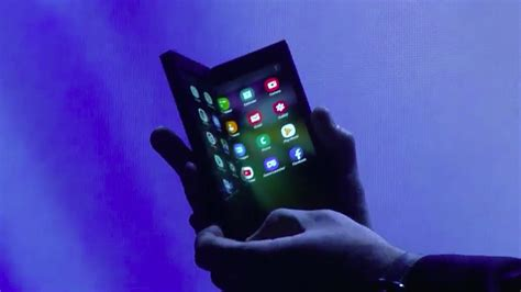 samsung foldable phone for samsung s foldable phone killer apps would seal the deal cnet