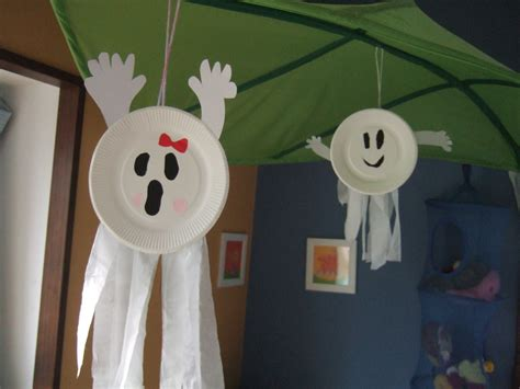 Paper Plate Ghost Craft - easy construction paper crafts for papercraft