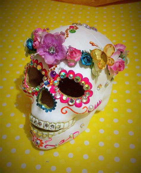 imagenes de calaveras decoradas con diamantina diy decora esqueleto cer 225 mica corona flores decorates