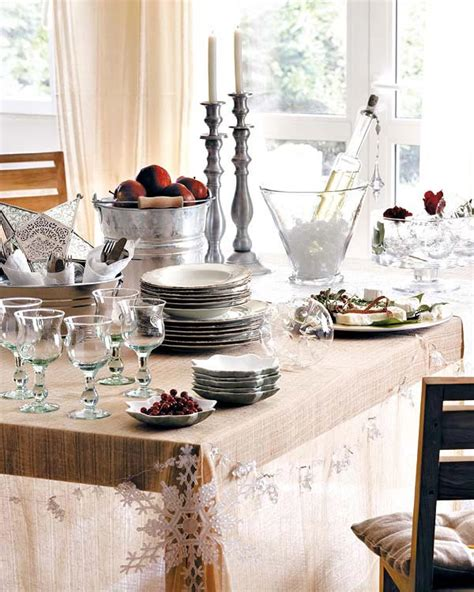 ideas for decorating the christmas table