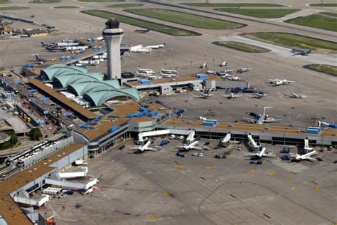 2 4a Intl grease blamed for brief disruptions at st louis