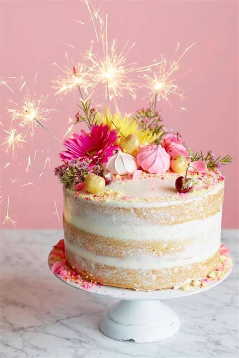 Learn To Decorate Cakes At Home by 25 Best Ideas About Sparkler Birthday Candles On