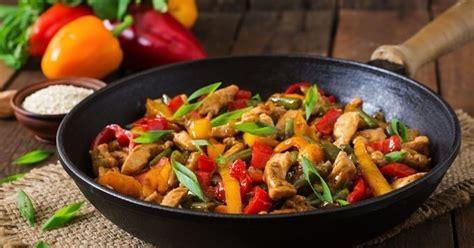 comment cuisiner avec un wok 10 conseils pour cuisiner au wok cuisine az