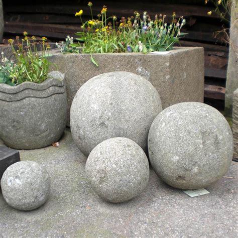 Steinkugel Garten