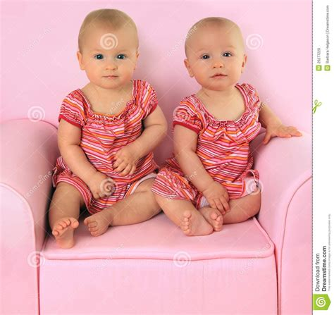 old gratis escuchar youngest girl to have twins 8 yrs old mp3 online identical twin girls stock photo image 26277220