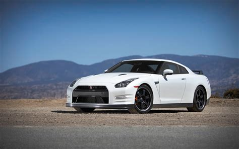 2013 nissan gtr black edition 2013 nissan gt r black edition front three quarter photo 1