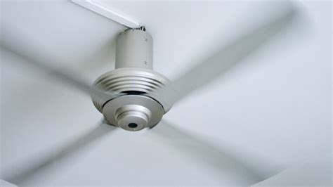 How To Repair A Ceiling Fan by How To Fix A Ceiling Fan