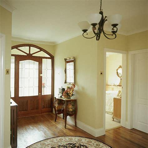 Cream Traditional Hallway   Hallway furniture   Decorating
