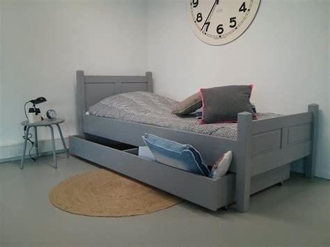 graues holzbett kinderbett kinderbetten kaufen aus 100 massivholz