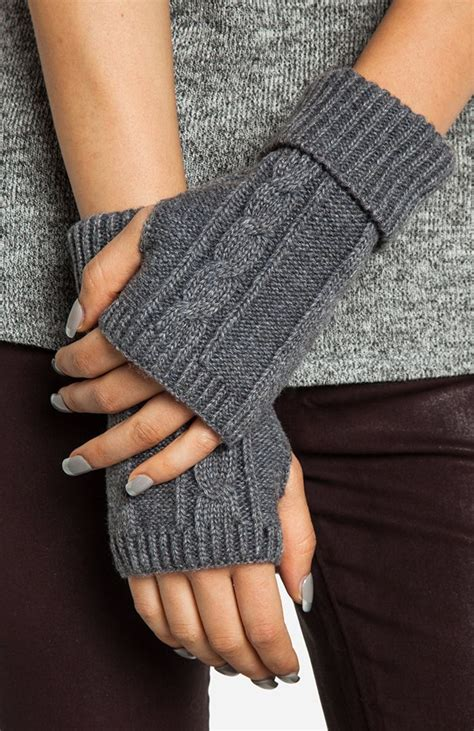 knitting gloves in the fingerless gloves yes cool crafts