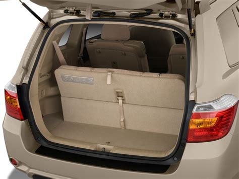 Toyota Highlander Trunk Dimensions 2009 Toyota Highlander Reviews And Rating Motor Trend
