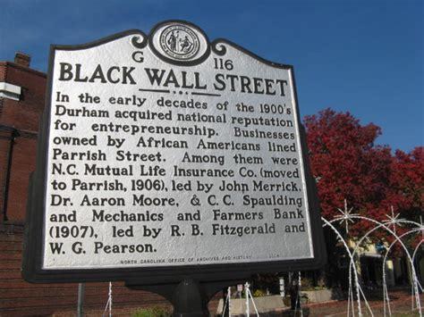 Main Street, Carolina : Markers