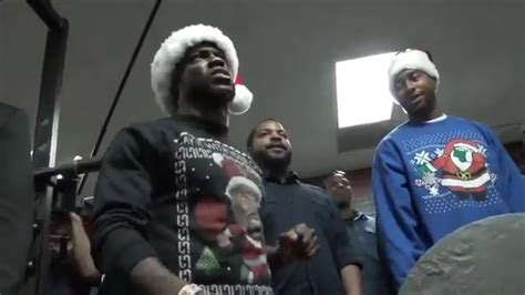 kevin hart bench press cam newton vs kevin hart christmas welcome youtube