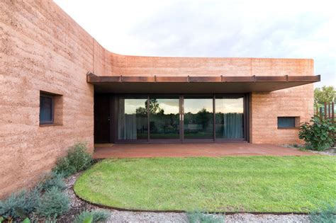 rammed earth wall detail what are rammed earth walls contemporist