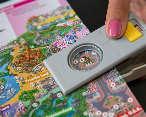 Disney Idea Book Scrapbooking And Crafting Ideas show your diy disney side disney parks guide map magnets