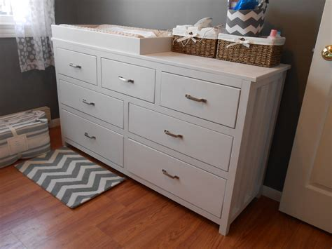 Dresser For Nursery by White Nursery Dresser Diy Projects