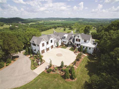 luxury farmhouse   acres farm  sale franklin