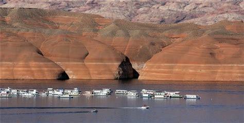 boat crash douglas lake update 1 woman dead 2 missing in lake powell boat crash