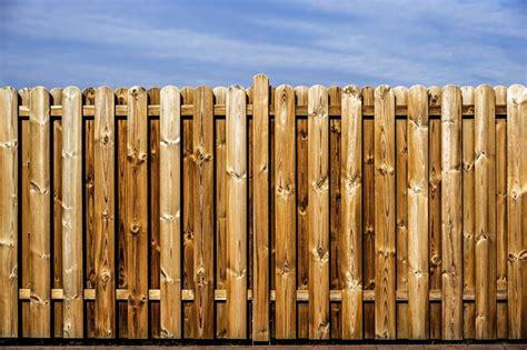 barriere in legno per giardino barriere frangivento frangivento barriere anti vento