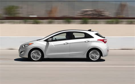2013 hyundai elantra gt test photo gallery motor trend