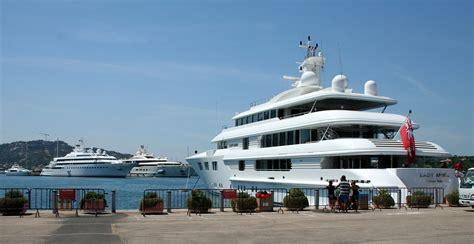 luxury boats luxury yacht wikipedia