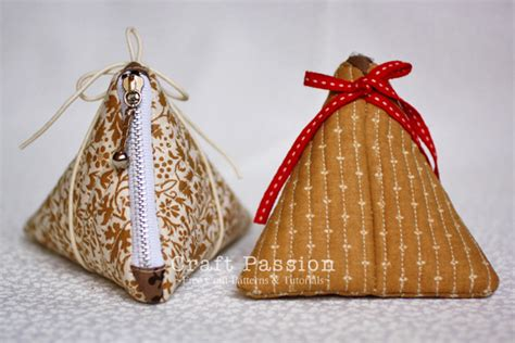 pattern for triangle coin purse with zipper triangle zipper coin purse free sewing pattern craft