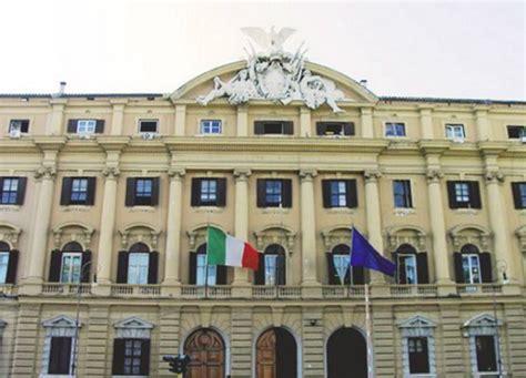 sedi unicredit roma salvataggio banche governo e bankitalia incassano l ok di