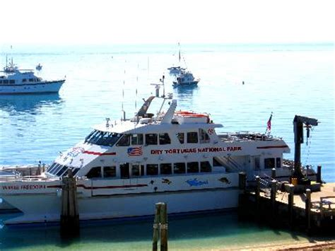 private boat to dry tortugas the yankee freedom ii dry tortugas national park ferry