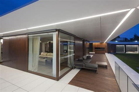 terrain en terrasse maison sur terrain en pente de design exclusif edge house