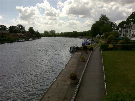 thames river boat trips marlow marlow bridge picture of marlow buckinghamshire