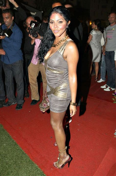 lil kim   pretty dress  pics izismilecom