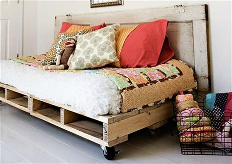 diy daybed ideas 12 diy pallet daybed ideas 1001 pallet ideas