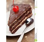 Fatia De Bolo Chocolate Com Cereja Imagens Stock