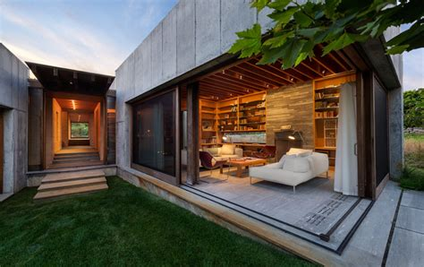 award winning house plans 2016 peter rose sets martha s vineyard property as concrete blocks