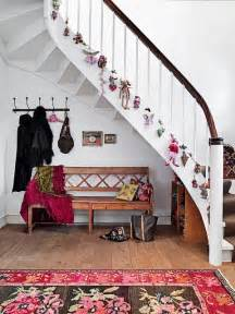 stairs decoration 100 awesome christmas stairs decoration ideas digsdigs