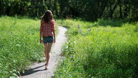 7 Rahasia Wanita 7 rahasia sifat wanita dari cara berjalan sifat wanita