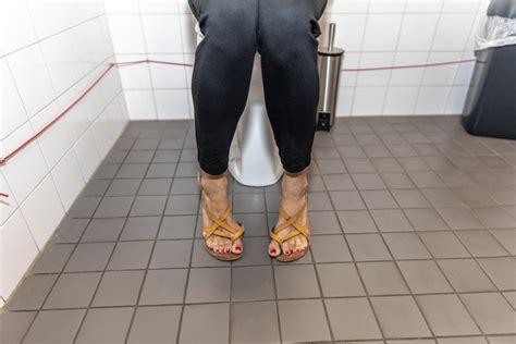 openbaar toilet arnhem reclame maakt poepen en plassen op openbaar toilet