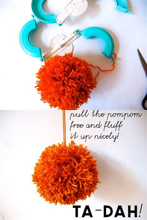 how to use doodle loom pom pom maker how to use a clover pom pom maker