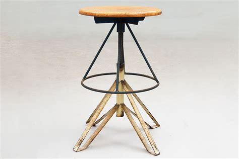 taburete industrial il tavolo verde taburete industrial