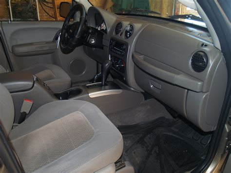 2004 Jeep Liberty Interior by 2004 Jeep Liberty Pictures Cargurus