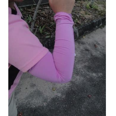 Hi Cool Arm Uv Protection Cover Sarung Pelindung Lengan 2 hi cool arm uv protection cover sarung pelindung lengan white jakartanotebook