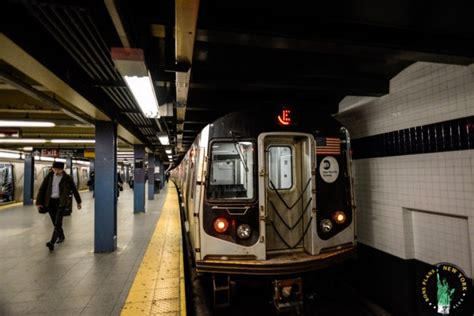 Metro New York Interieur by Take A Subway Or Ride In New York With The Metrocard