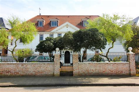 9 Bedroom House For Sale by 9 Bedroom Terraced House Roedean Crescent For Sale Dolce