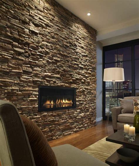 beleuchtung natursteinwand wohnzimmer die besten 25 steinwand wohnzimmer ideen auf