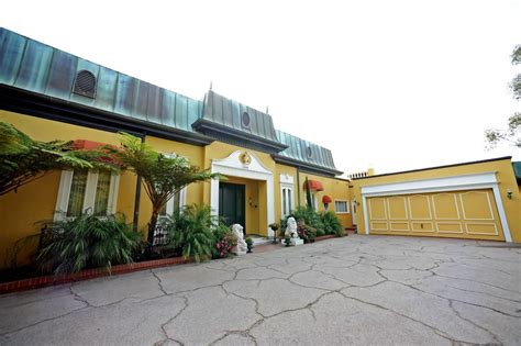 zsa zsa gabor s mansion going up for sale pricey pads zsa zsa s bel air mansion zimbio